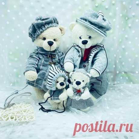 Семья - это главное ‼️ . А главное в семье, это любовь, взаимопонимание и здоровая атмосфера 😊 . А вы как считаете ?  ________________________  #семья💞 #тамгдеживетлюбовь❤️ #длялюбвисердца😉 #колекциямишек #авторскаяигрушка #подароксвоимирукамилучшийподарок #творческиелюди #саморазвитие #мишкакрючком #игрушкикрючкомукраина #ручнаяработа #хеллотедди #теддимишка #тамгденастроение #мама #папа #сыночек💙 #дочка💕 #любовь💞 #decor #teddybear #beard #instafashion #foreverfamil...