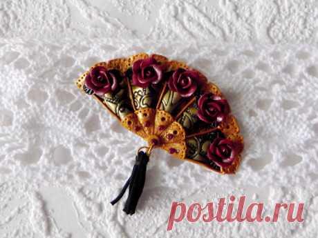 Подарок своими руками из полимерной глины: Брошь «Веер с розами»