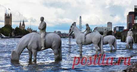 Эти скульптуры в Лондоне можно увидеть лишь дважды в день Мощное послание для всего человечества.