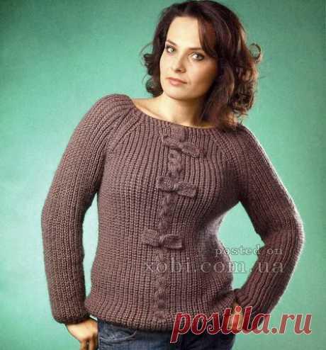 коричневый пуловер с бантиками