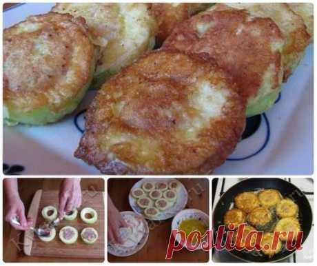 -2 – 3 молодых кабачка -300 г мяса (можно в любом раскладе – свинина, говядина, смешанный фарш, курица и даже рыба) -1 луковица -1 – 2 ломтика белого хлеба (можно и без него) -1 яйцо -Соль, перец, чеснок (по желанию) Для кляра: -Мука – 2 столовые ложки -1 – 2 куриных яйца -2 – 3 чайные ложки молока -Соль, перец Кабачок нарежьте на кружки толщиной 1.5 – 2 см. При необходимости срежьте кожуру (если кожура молодая и тонкая, можно не срезать).  Вырежьте серед