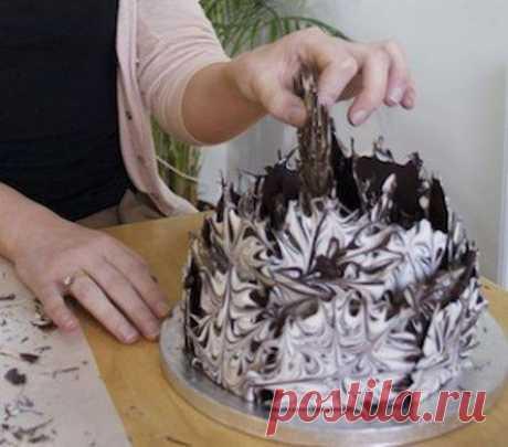 Как легко превратить простой торт в праздничный? Делаем украшение из шоколада   Делимся советами