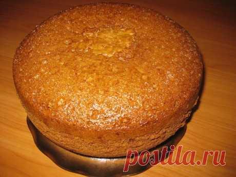 БЕЗУМНО  ВКУСНЫЙ Медовый Бисквит Для торта  Обязательно сохраните ! ЧТОБЫ НЕ ПОТЕРЯТЬ РЕЦЕПТ ! Нам понадобится - Яйцо – 5 шт  Сахар – 1 стакан   Мед – 6 ст.л.  Сода (разрыхлитель) – 1 ч.л.  Мука – 2 стакана  Мед и соду разогреть до пены. Яйца взбить хорошо с сахаром, добавить мед с содой и муку, перемешать.  Чашу смазать маслом, выложить тесто, установить программу ВЫПЕЧКА на 1 час.  Пропитать бисквит и промазать кремом на ваше усмотрение (сгущенка, взбитые сметана с сахар...