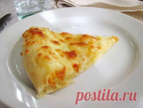Хачапури с сыром и вареными яйцами. Простой рецепт | Мама знает...