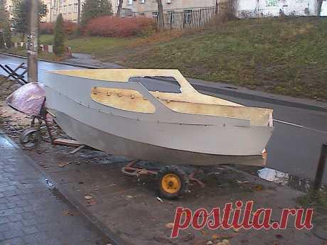 Строю новую парусную лодку дума о каюте