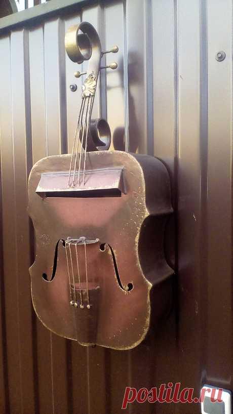 скрипка на забор