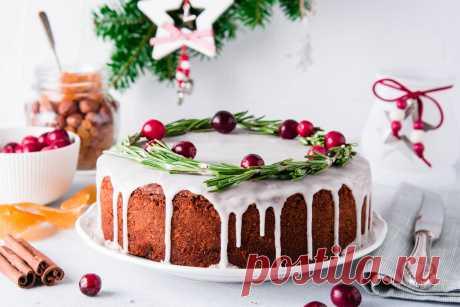 Простые и оригинальные украшения новогоднего торта.  Совсем скоро наступит самый волшебный праздник в году. Уже сейчас хозяйки составляют списки блюд для новогоднего стола, и конечно, он не обойдется без сладкого.   В этой статье мы подобрали простые в исполнении, но не менее красивые и праздничные украшения для торта, с которыми справится любая хозяюшка!