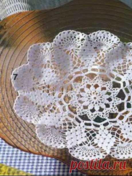 Цветочная салфетка связаная крючком. Схема и описание вязания.,  Вязаные салфетки Вязаная крючком круглая салфетка диаметром 33 см.