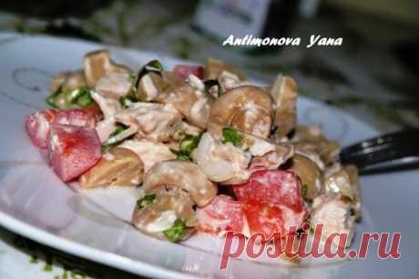 Салат из курицы и маринованных грибов — прекрасный вариант для любого повода!