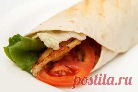 Знаменитый «Цезарь ролл»— отличная закуска для перекуса — Вкусные рецепты