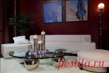 Продается диван и 2 пуфика- натуральная кожа, бук, ручная вышивка. Изготовлено в Марокко