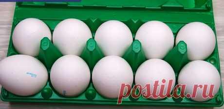 Как сварить яйца вкрутую интересует многих людей. Просто часто, при варке, они трескаются и из них вытекает часть содержимого. Тогда их просто уже нельзя использовать в задуманные вкусные салаты.