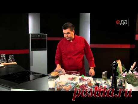 Куриный шницель на ореховом креме с пестрым салатом