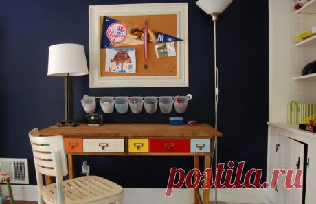 Любая поверхность в доме быстро обрастает мелкими предметами: ручки, мелкие деньги, бумажки… Куда их девать, особенно в маленькой квартире? Мы собрали у профессионалов советы по хранению мелочей: