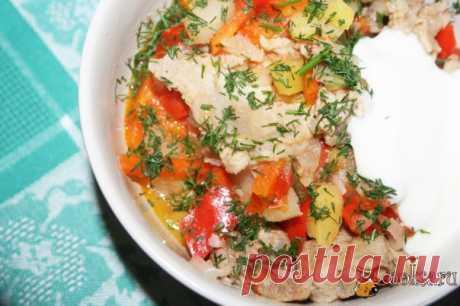 Рагу из свинины с овощами в мультиварке Рагу из свинины с овощами в мультиварке на топленом сливочном масле получается не только очень сытным и вкусным, это блюдо невероятно ароматное! Готовить всевозможные рагу в мультиварке - одно удовольствие - очень просто и быстро, и гораздо вкуснее, чем в обычной кастрюле или сотейнике... Подавайте с холодной сметаной и свежей зеленью.