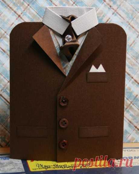 Креативная открытка в форме костюма для мужчин