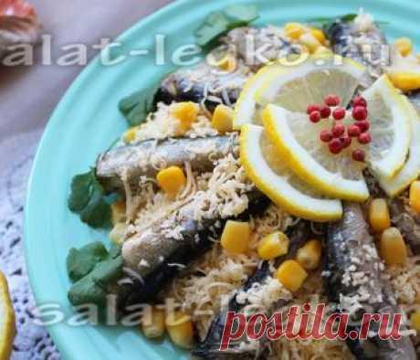 Шпротный салат с сухариками, рецепт с фото