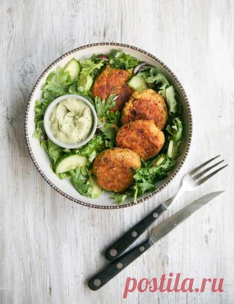 Нутовые котлетки с куркумой и кремом из авокадо | Salatshop ♥ You