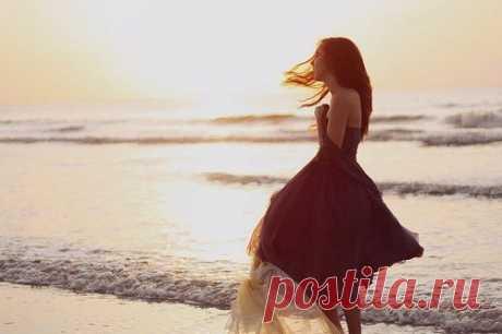 У мудреца спросили: - Если человек любит, он вернется? Мудрец ответил: - Если человек любит, он не уйдет...