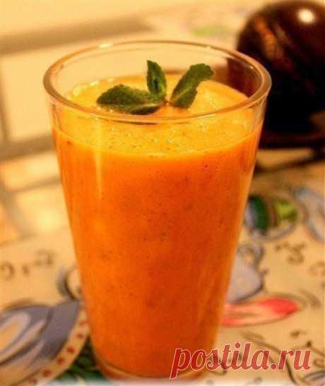 Быстрый и очень полезный смузи! 100гр./51ккал.  Морковь 3шт. Яблоки 2шт. Имбирь-1кусок Банан 2шт. Апельсин 1шт. Мята свежая 1 пучек  Из моркови, яблок и имбиря сделайте сок, а затем в блендере смешайте его с фруктами и мятой. ___________________________________ Готовьте с любовью! Живите вкусно! #ШустрыйПовар #Рецепты #Кулинария