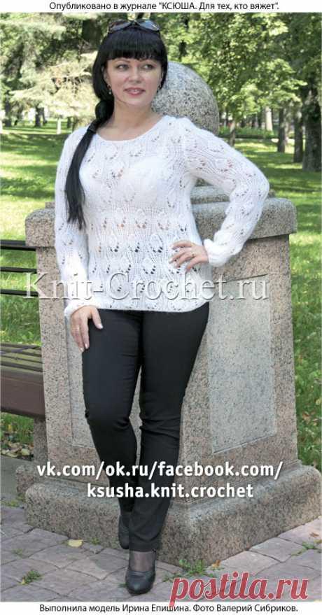 Пуловер белый спицами.