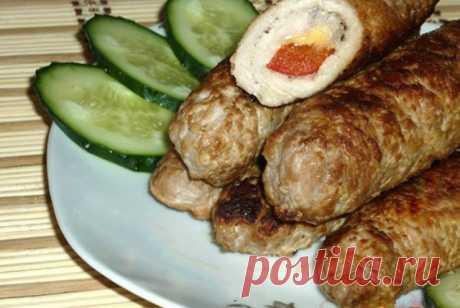 Рулетики из свинины – достойный вариант подачи мясного. Мясные рулетики — это всегда востребованная и вкусная горячая закуска. Мясные рулетики Список ингредиентов свинина — 500 г сладкий болгарский перец — 1 шт твердый сыр — 150 г соль — по вкусу черный молотый перец — по вкусу растительное масло — для жарки Способ приготовления Свинину вымыть и обсушить. Нарезать свинину пластами. Мясо отбить как на отбивные, посолить и поперчить по вкусу. Подготовить сыр …