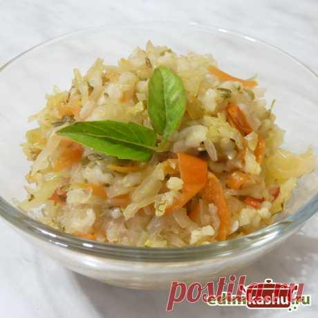 Капуста, тушеная с рисом - вкусное блюдо на каждый день. Подходит для постного и веганского/ вегетарианского меню.