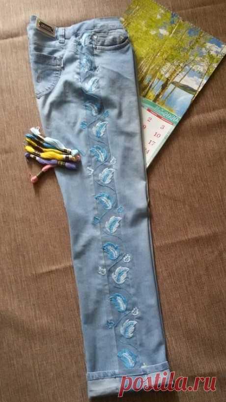 Да что же это такое? Джинсы стали невозможно малы. А всё решаемо – увеличиваем джинсы на два размера. И делаем красивый декор. | Вертолет на пенсии | Яндекс Дзен