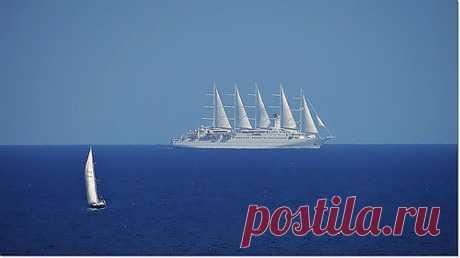 """Круизный лайнер """"Club Med2""""построен в 1992 году в Гавре."""