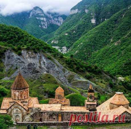Դադիվանք (Արցախ, 9-13-րդ դարեր) Dadivank Monastery (IX-XIII centuries, Artsakh) Photo by Vae Isakhanian