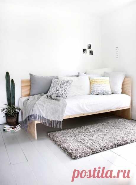 Крутой диван из фанеры