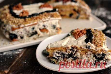 Торт без выпечки с черносливом и грецкими орехами:
