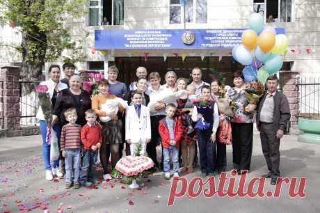 """Фото и видео съемка """"Выписка из роддома"""" от www.Pozitiv-studio.kz. Мы работаем без выходных. Звоните 328-13-05, +7 701 718 44 41"""