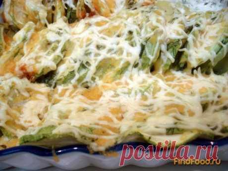 Las patatas con los calabacines cocido en la nata la receta de la foto