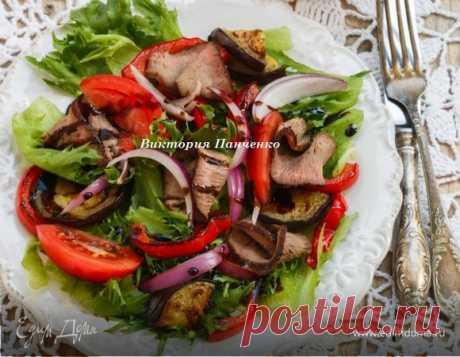 Теплый салат с говядиной и запеченными овощами, рецепт с ингредиентами: помидоры, оливковое масло, салат листовой