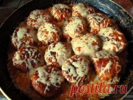 В моей семье это блюдо любят — Куриные тефтельки в томатно-сливочном соусе под сыром