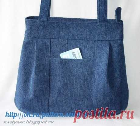 We sew a jeans bag. The pattern is applied