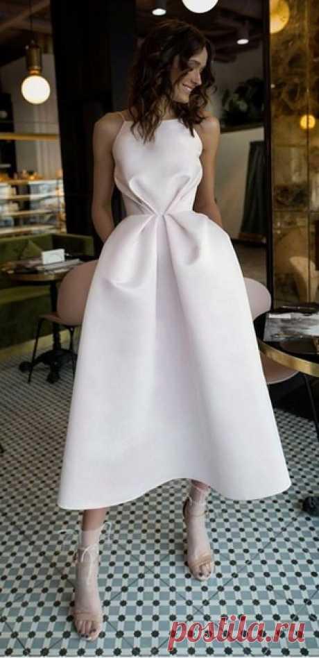 Короткое свадебное платье - прекрасный вариант для жаркой летней свадьбы ☀