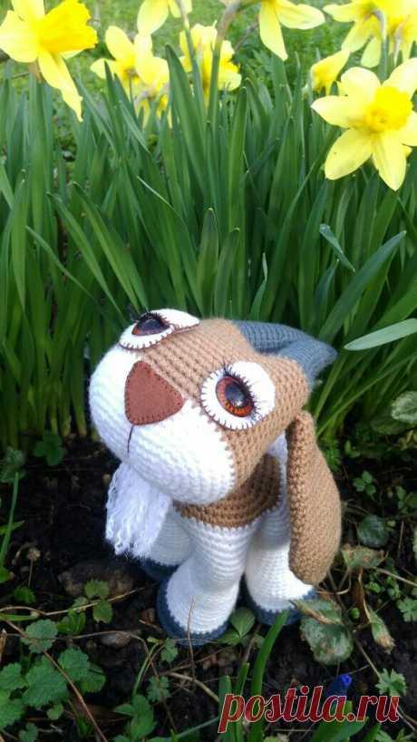 Станет лучшим оригинальным подарком. Он козел, он же овен или телец))) Выполнен из акриловой пряжи. Имеет очень выразительные глаза .Самостоятельно стоит .