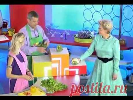 Рецепти страв з руколи з фото. Як смачно приготувати салат з руколи з сиром, помідорами, копченою рибою, тунцем, креветками, курячими сердечками?