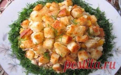 Обалденный салат из печени трески с гренками к Новому Году!