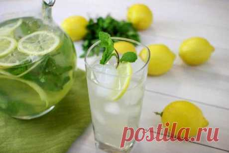 The refreshing drink from a lemon and mint