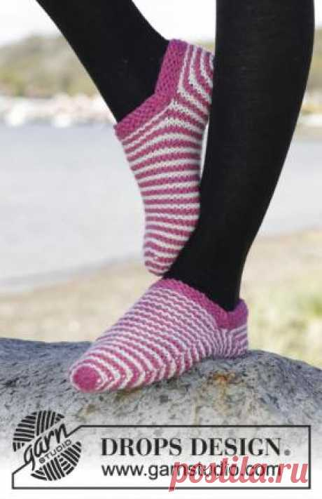 Striped slippers a platochny pattern the Convenient slippers spokes for women executed from quite thick wool yarn. Knitting of slippers begins from a toe. In a magic ring...