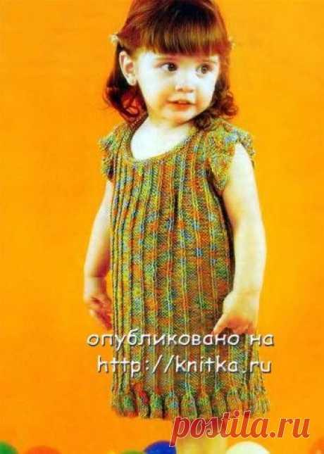 El vestido solar para la muchacha, la Labor de punto para los niños