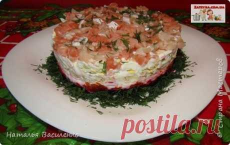 Слоеный салат «Лосось на шубе» | Страна Мастеров