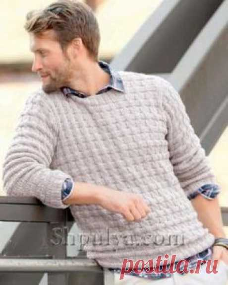 Бежевый мужской пуловер спицами
