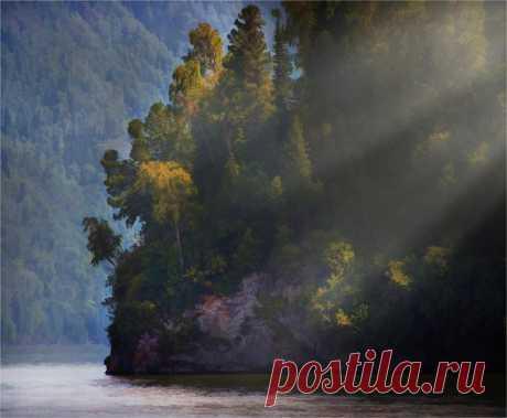 El lago Teletsky, la Altai. El autor de la foto — Pablo Suhorebrikov: nat-geo.ru\/photo\/user\/293090\/