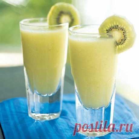 Вкусный напиток для укрепления иммунитета - Упражнения и похудение Попробуйте! Каждый вечер употребляйте полезный напиток. Этот напиток укрепляет иммунитет, помогает избавиться от запоров и придаст сил. Возьмите: один плод киви, стакан кефира (любой жирности), молотую корицу на кончике чайной ложки. Киви тщательно помойте, удалите верхнюю твердую часть, измельчите вместе с кожурой. Смешайте киви, корицу и кефир. Напиток готов! Попробуйте! К сведению: В одном киви …