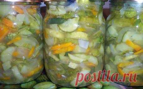 Салат с маринованными огурчиками и овощами на зиму / Простые рецепты