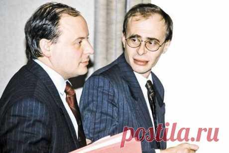 Больше не слух: в правительстве Гайдара работали масоны Правительство Гайдара злые языки называли не иначе как масонским, но нас убеждали, что масоны в России – это враки и выдумка.